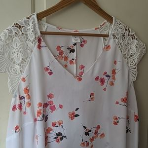 Adorable lace blouse with flowers size 2x